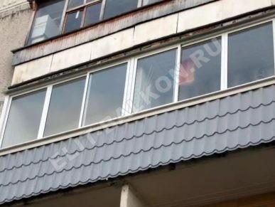 1 otdelka balkonov i lodzhij vneshnyaya obshivka metallocherepitsa 1 387x291 - Внешняя отделка балконов и лоджий в Москве