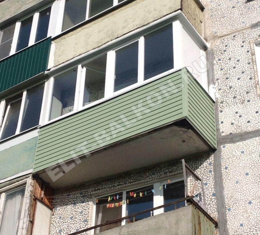 1 vneshnyaya oydelka balkona sajdingom pvh 2 - Внешняя отделка балконов и лоджий в Москве