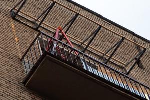 kozyirek nad balkonom1 300x200 - Козырьки и навесы для балконов