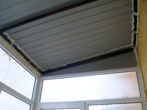 Крыша над балконом