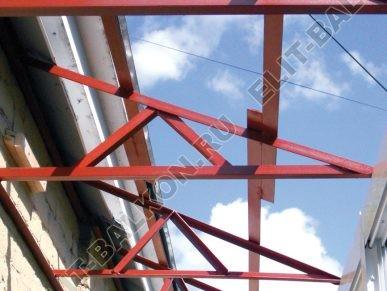 montazh metallicheskoj kryshi2 387x291 - Ремонт крыши балконов и лоджий в Москве