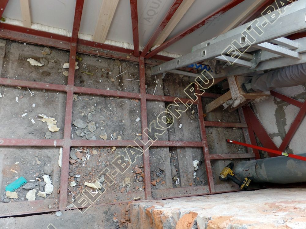 osteklenie balkona PVH s ukrepleniem plity novym parapetom otdelka otsinkovkoj 9 - Фото ремонта и укрепления балконов и лоджий