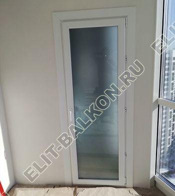raspashnaja balkonnaja dver s matovym steklom  1 387x291 - Двери межкомнатные распашные белые и цветные ПВХ