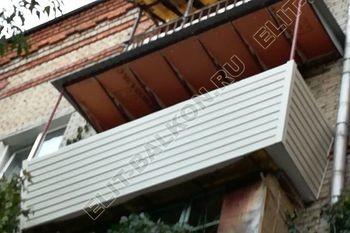 ukreplenie balkona s vynosom i falshkrovlja10 387x291 - Внешняя отделка балкона сайдингом и профнастилом