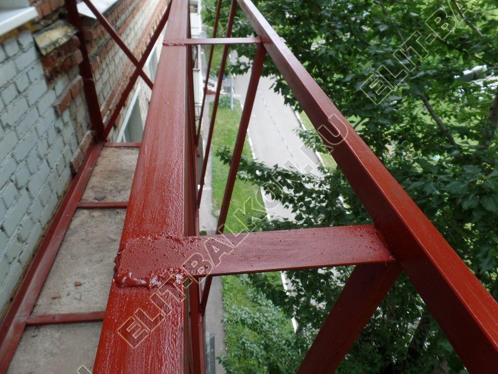 ukreplenie balkonnoj plity montazh novogo parapeta s vynosom 2 - Фото ремонта и укрепления балконов и лоджий