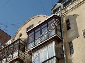 osteklenie balkona ot pola do potolka s vynosom po polu s kryshej 23 387x291 - Фото готового балкона с выносом. Вид с улицы.