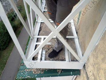 ukreplenie10 250x188 - Монтаж нового парапета балкона, укрепление бетонной плиты. Фото одного балкона.