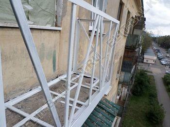 ukreplenie6 250x188 - Монтаж нового парапета балкона, укрепление бетонной плиты. Фото одного балкона.