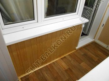 shkaf razdvizhnoj na balkon 18 387x291 - Внутренняя отделка балкона деревом