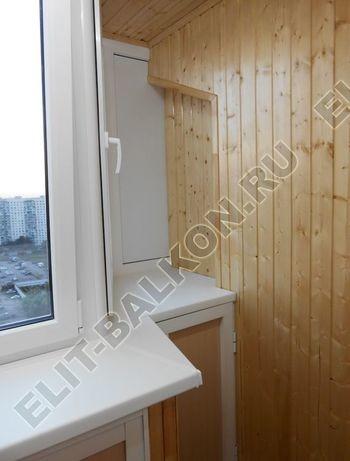 shkaf razdvizhnoj na balkon 33 387x291 - Внутренняя отделка балкона деревом