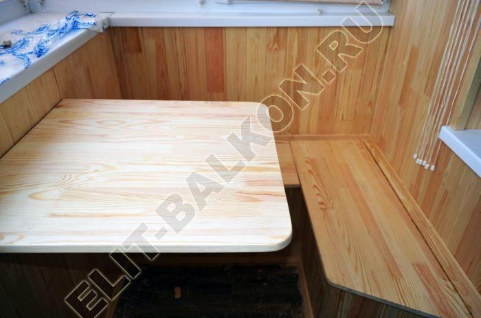 Шкаф на балкон распашной деревянный