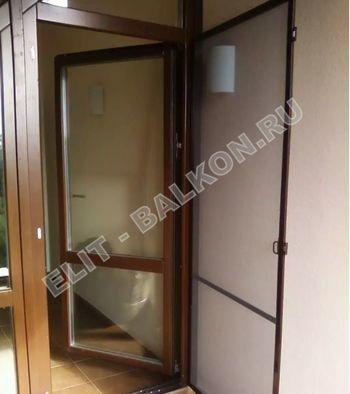 setki moskitnye raspashnye na dveri pvh 1 1 387x291 - Распашные сетки на двери