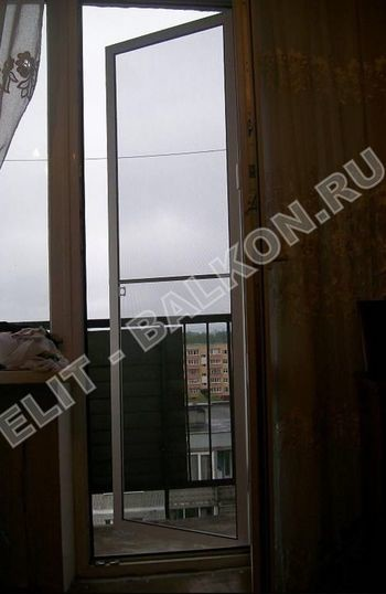 setki moskitnye raspashnye na dveri pvh 11 1 387x291 - Распашные сетки на двери