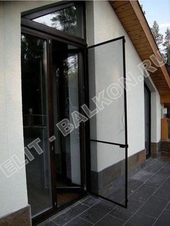 setki moskitnye raspashnye na dveri pvh 12 1 387x291 - Распашные сетки на двери