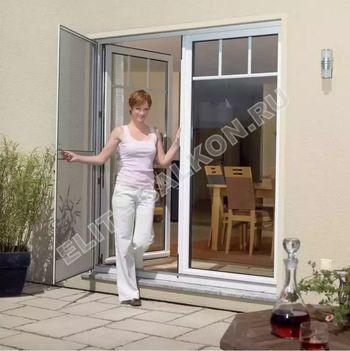 Распашные сетки на двери
