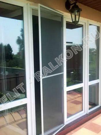 setki moskitnye raspashnye na dveri pvh 7 1 387x291 - Распашные сетки на двери