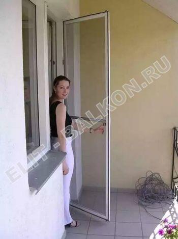 setki moskitnye raspashnye na dveri pvh 8 1 387x291 - Распашные сетки на двери