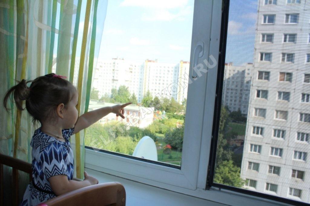 SETKA ANTIDETI NA OKNA PVH SANKT PETERBURG MOSKVA USTANOVLENA 3 1024x680 - Защита детей
