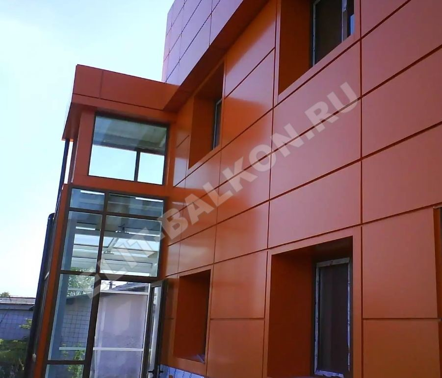 1 otdelka balkonov i lodzhij vneshnyaya obshivka aluminij kompozit 2 - Обшивка балкона алюминиевым композитом