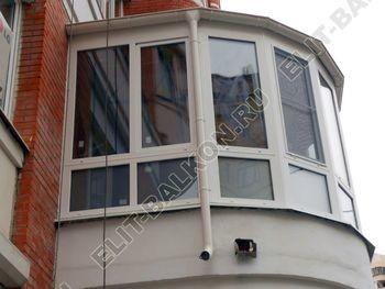Krysha na balkone iz ondulina 387x291 - Фото остекления одного балкона № 23