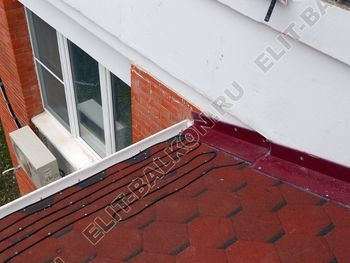 Krysha na balkone iz ondulina6 387x291 - Фото остекления одного балкона № 23