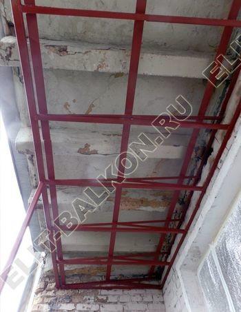Krysha na balkone falshkrovlya 387x291 - Фото остекления одного балкона № 24