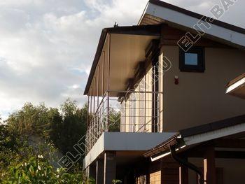 krysha na balkone v kottedzhe 10 387x291 - Фото остекления одного балкона № 25