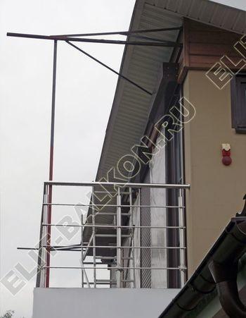 krysha na balkone v kottedzhe 11 387x291 - Фото остекления одного балкона № 25