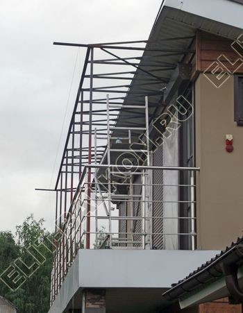 krysha na balkone v kottedzhe 12 387x291 - Фото остекления одного балкона № 25