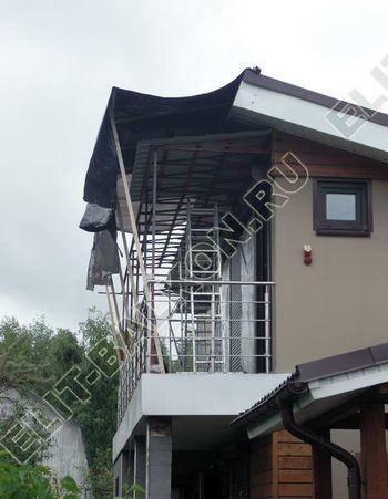 krysha na balkone v kottedzhe 14 387x291 - Фото остекления одного балкона № 25
