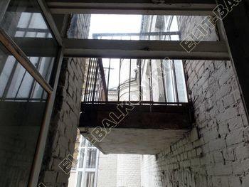 osteklenie balkona PVH s kryshej 2 387x291 - Фото остекления одного балкона № 27