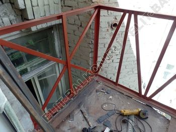 osteklenie balkona PVH s kryshej 7 387x291 - Фото остекления одного балкона № 27