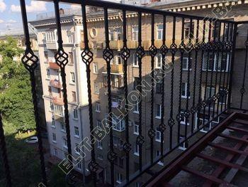 osteklenie balkona ot pola do potolka i kovanaja reshetka 1 387x291 - Фото остекления одного балкона № 26