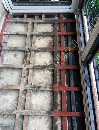 osteklenie balkona ot pola do potolka i kovanaja reshetka 10 387x291 - Фото остекления одного балкона № 26