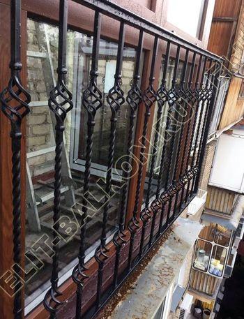 osteklenie balkona ot pola do potolka i kovanaja reshetka 12 387x291 - Фото остекления одного балкона № 26