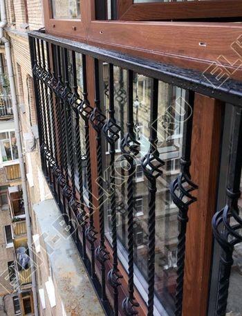 osteklenie balkona ot pola do potolka i kovanaja reshetka 13 387x291 - Фото остекления одного балкона № 26