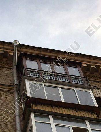 osteklenie balkona ot pola do potolka i kovanaja reshetka 15 387x291 - Фото остекления одного балкона № 26