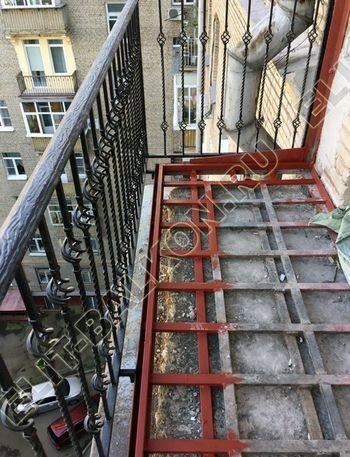osteklenie balkona ot pola do potolka i kovanaja reshetka 18 387x291 - Фото остекления одного балкона № 26