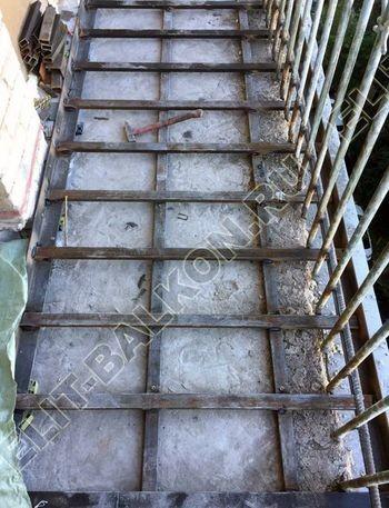 osteklenie balkona ot pola do potolka i kovanaja reshetka 7 387x291 - Фото остекления одного балкона № 26