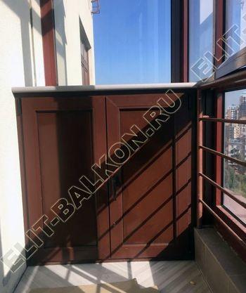 shkaf na balkone pod konditsioner8 387x291 - Фото остекления одного балкона № 28