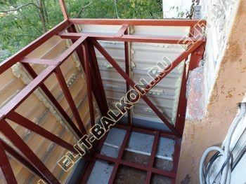 ukreplenie balkona s vynosom i falshkrovlja13 387x291 - Фото остекления одного балкона № 30