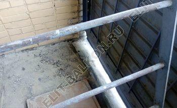 osteklenie lodzhii slajdors s otdelkoj i sohraneniem pozharnoj lestnitsy 387x291 - Фото остекления одного балкона № 35