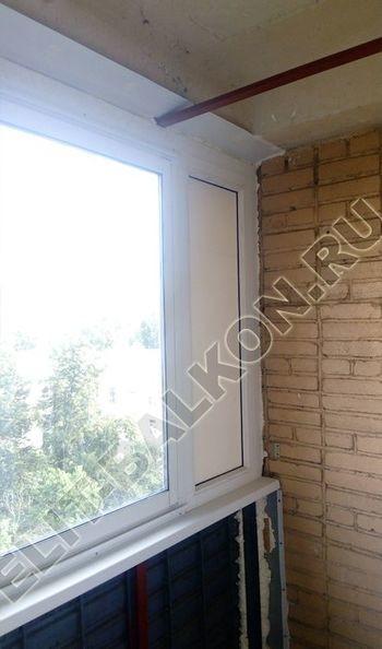 osteklenie lodzhii slajdors s otdelkoj i sohraneniem pozharnoj lestnitsy10 387x291 - Фото остекления одного балкона № 35