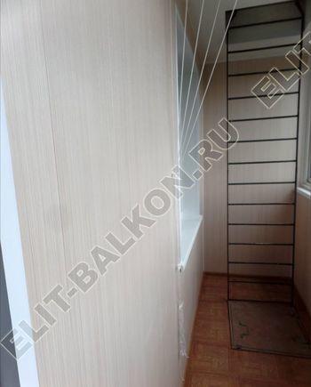 osteklenie lodzhii slajdors s otdelkoj i sohraneniem pozharnoj lestnitsy13 387x291 - Фото остекления одного балкона № 35