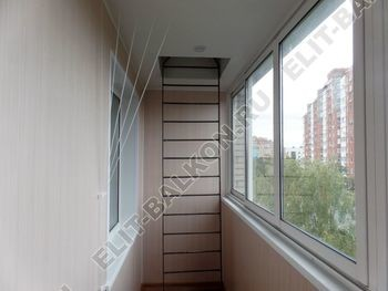 osteklenie lodzhii slajdors s otdelkoj i sohraneniem pozharnoj lestnitsy20 387x291 - Фото остекления одного балкона № 35