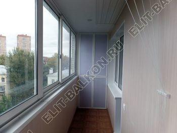 osteklenie lodzhii slajdors s otdelkoj i sohraneniem pozharnoj lestnitsy29 387x291 - Фото остекления одного балкона № 35