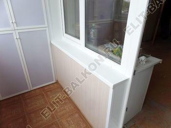 osteklenie lodzhii slajdors s otdelkoj i sohraneniem pozharnoj lestnitsy41 387x291 - Фото остекления одного балкона № 35