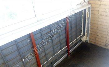 osteklenie lodzhii slajdors s otdelkoj i sohraneniem pozharnoj lestnitsy5 387x291 - Фото остекления одного балкона № 35