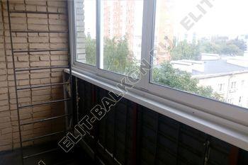 osteklenie lodzhii slajdors s otdelkoj i sohraneniem pozharnoj lestnitsy7 387x291 - Фото остекления одного балкона № 35