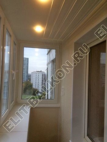osteklenie otdelka balkona PVH s kryshej 62 387x291 - Фото остекления одного балкона № 34